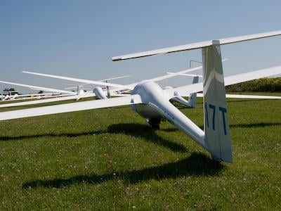 gliders awaiting take off before a competition flight
